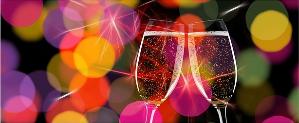 champagne glasses 162801 640